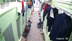 Shock kẻ trộm ngang nhiên trộm quần áo giữa trưa