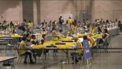 'Đột nhập' trụ sở tuyệt mật, xem quy trình kiểm đếm phiếu bầu qua thư