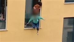 Ám ảnh khoảnh khắc đứa trẻ mẫu giáo khóc nấc đòi mẹ rồi rơi từ cửa sổ tầng 3