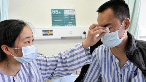 Cặp vợ chồng phát hiện bị ung thư gan khóc ân hận, bác sĩ thở dài: Tất cả chỉ vì một loại quả!