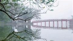 Hồ Gươm mờ sương