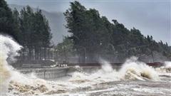 Bão số 13 áp sát đất liền, giật cấp 17 cực kỳ nguy hiểm, khẩn cấp sơ tán hàng trăm nghìn hộ dân