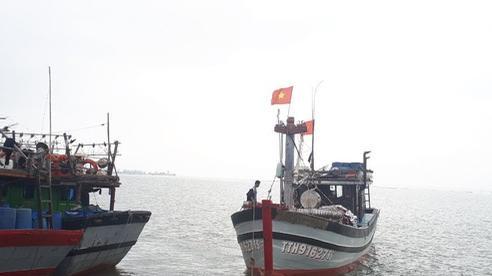Bão số 13 di chuyển nhanh hơn dự kiến, Thừa Thiên Huế yêu cầu người dân không ra khỏi nhà từ 12h trưa nay