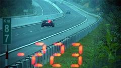 ĐỪNG LỠ ngày 25/11: Kinh hoàng xe ô tô chạy với tốc độ 'bàn thờ' 223km/h trên cao tốc; Con gái 3 tuổi nghi bị mẹ trầm cảm bạo hành đến chết não