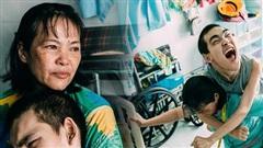 Nụ cười chua chát của mẹ: 2 đứa con trai lớn tồng ngồng vẫn như trẻ lên ba, người cha chê cảnh nghèo bỏ đi không một lời từ biệt