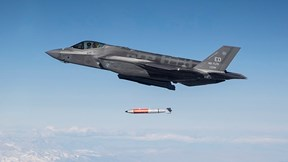 Xem 'thần sấm' F-35 thử nghiệm thả bom hạt nhân