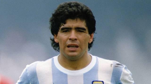 Chấn động: Huyền thoại bóng đá Maradona qua đời ở tuổi 60