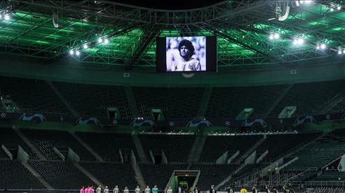Các trận đấu tại UEFA Champion League dành thời gian tưởng niệm cho sự ra đi đột ngột của Maradona