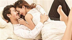 Nếu trên giường, đàn ông có thể chiều bạn theo cách 'bất chấp' thế này thì xin chúc mừng bạn chính là người phụ nữ được anh ấy tôn thờ