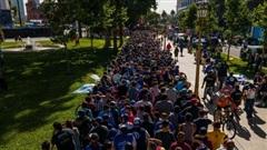 Hàng vạn người Argentina xếp hàng dài cả cây số để vào viếng Maradona