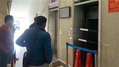Vụ rơi thang máy chung cư, nhiều người bị thương ở Hà Nội: Nỗi kinh hoàng của chủ căn hộ khi cả gia đình 11 người gặp nạn sau bữa ăn giỗ