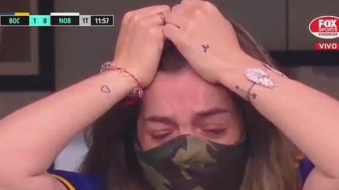 Con gái Maradona bật khóc nức nở khi cầu thủ Boca Juniors tri ân
