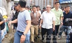 Bí thư Thành ủy Nguyễn Thiện Nhân đến thăm người dân Thủ Thiêm