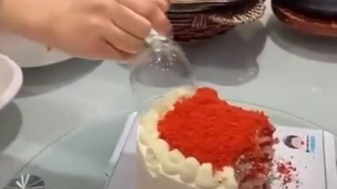 Trào lưu ăn bánh kem bằng ly, người rửa nhìn mà muốn khóc