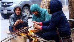 Hà Nội đón đợt rét mới, lạnh tê tái như cõi lòng học sinh lúc biết tin phải thi học kỳ vào Noel và tết Dương lịch