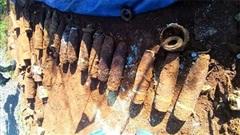 Đang đào móng xây nhà thì tá hỏa phát hiện gần 1 tấn bom mìn