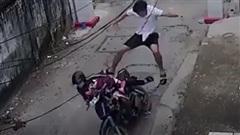 Khi gặp trộm biến thái, hãy thẳng tay 'vô ảnh cước' như anh chàng này!