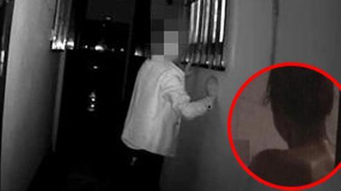 Say xỉn trèo cửa sổ nhìn trộm phụ nữ đang tắm, hôm sau tỉnh dậy gã đàn ông xấu hổ khi biết danh tính của nạn nhân