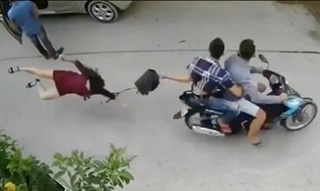 TP.HCM: Hai tên cướp kéo người phụ nữ đập đầu xuống đường sa lưới