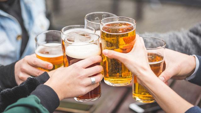 Uống rượu bia cùng 6 thực phẩm quen thuộc này sẽ sinh ra độc tố, không thể chủ quan!
