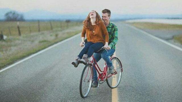 Truyện cười: Cặp đôi tâm thần đi chơi