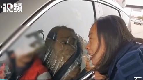Quái xế 10 tuổi trộm trót lọt ô tô trong đại lý, phụ huynh bị khiển trách vì con bé nhưng lái xe quá điêu luyện