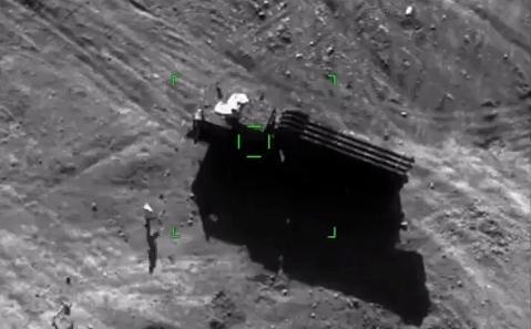 Putin bậc thầy và 'vô đối': Lính Nga và vũ khí tối tân như từ dưới đất chui lên ở Artsakh