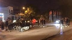 Khoảnh khắc xe máy kẹp 3 đâm trực diện ô tô, 2 sinh viên tử vong
