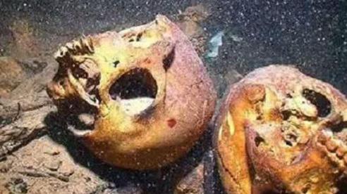 Tìm thấy 10 bộ xương dưới đáy hồ, đội khảo cổ lạnh người nhận ra 'bí mật dưới nước'