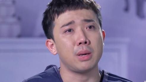 Bị 'đá' năm 21 tuổi khiến Trấn Thành cầm món quà trên tay mà suýt rơi, nước mắt chảy lã chã