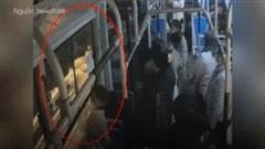 Thanh niên định nhảy cầu và hành động bất ngờ của tài xế xe buýt