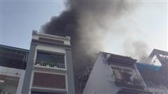 Cháy 5 căn nhà ở Sài Gòn