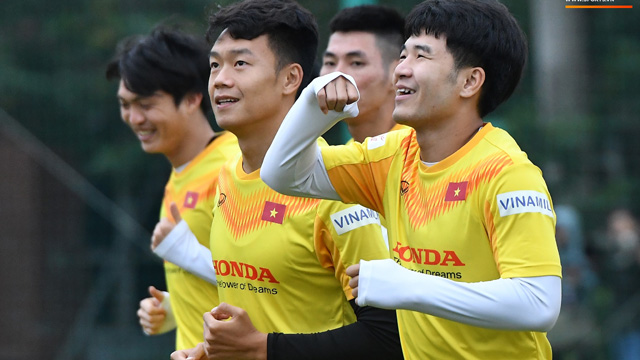 Hà Đức Chinh 'cà khịa' Xuân Trường, làm trò vui khiến cả đội bật cười