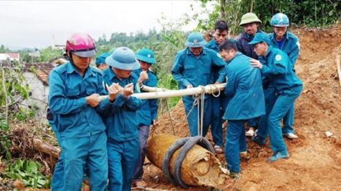 Nghệ An: Đào móng nhà, phát hiện quả bom 340kg