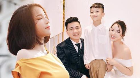 Hot facebooker Hường Chuối: 'Tựa đúng người thì hạnh phúc, tựa sai người thì thà tựa tường còn hơn'