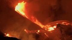 Núi lửa Kilauea ở Hawaii phun trào dữ dội sau 2 năm dừng hoạt động