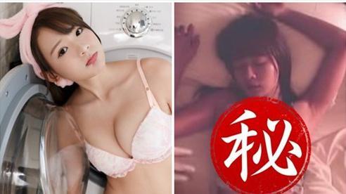 Bị đồng nghiệp 'đột kích' vào nhà ngay khi đang ngủ say, nữ Youtuber gợi cảm xấu hổ với khoảnh khắc 'phóng khoáng' của mình