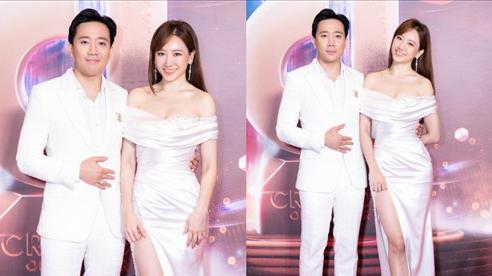 Hari Won mặc đầm trắng gợi cảm tột độ, hạnh phúc rạng ngời bên Trấn Thành