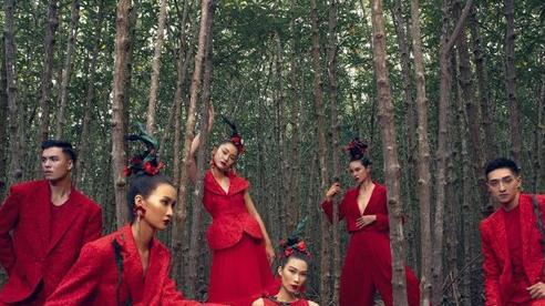 Chào 2021, bộ đôi Vũ Ngọc và Son ra mắt bộ sưu tập Hừng Đông tràn đầy sắc đỏ