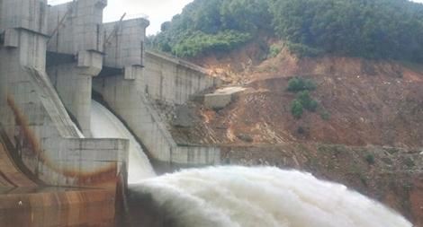 Nhà máy thủy điện A Lưới tạm dừng hoạt động do sự cố ống dẫn nước