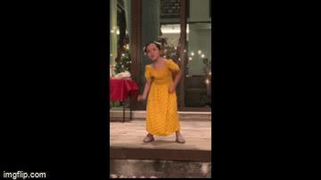 Video: Con gái 'mỹ nhân đẹp nhất Philippines' nhảy nhạc BlackPink đón năm mới