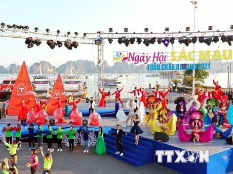 Quảng Ninh: Hàng nghìn du khách tham gia Carnaval mùa Đông đầu tiên