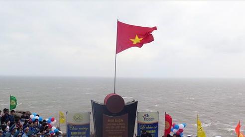 Lễ chào cờ đón năm mới tại danh thắng Mũi Điện tỉnh Phú Yên