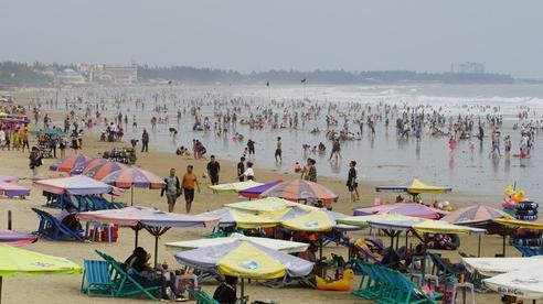 Biển Vũng Tàu đông đúc du khách ngày đầu năm mới 2021