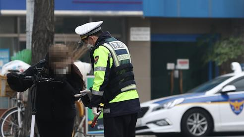 Bị phạt hơn 4.000 USD vì uống rượu say lái xe điện mini