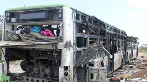 Tấn công khủng bố nhằm vào xe buýt, ít nhất 15 người thiệt mạng