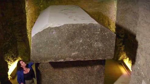 Cố mở quan tài đá nặng 90 tấn, nhà khoa học ngẩn ngơ vì 'nhân vật' bên trong