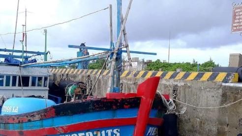 Kịp thời khắc phục sự cố cho 2 tàu cá