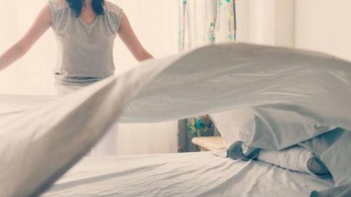 Tác hại của việc gấp chăn ngay khi vừa thức dậy