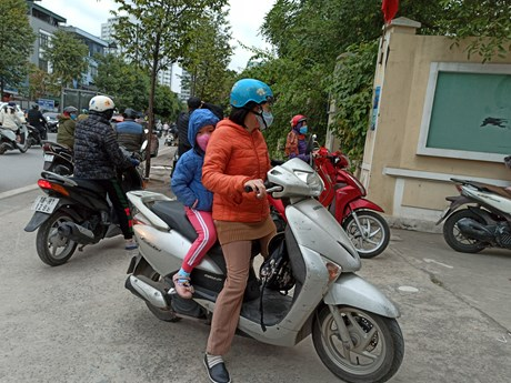 Hà Nội: Cha mẹ học sinh phải ký cam kết về đảm bảo an toàn giao thông